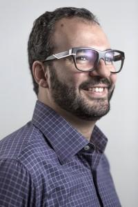 Retrato de Leo Xavier, fundador e CEO do Grupo Ponto Mobi.